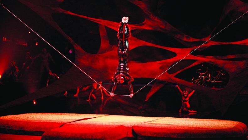 Benoit Fontaine © 2009 Cirque du Soleil Inc. 2 cropped