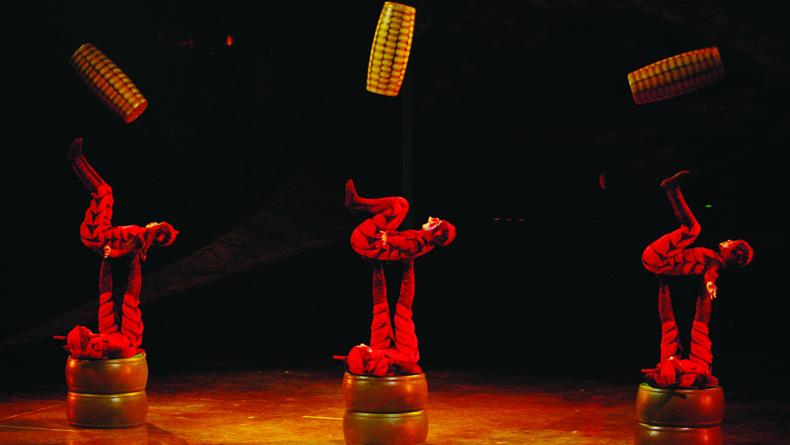 Benoit Fontaine © 2009 Cirque du Soleil Inc. 3 cropped