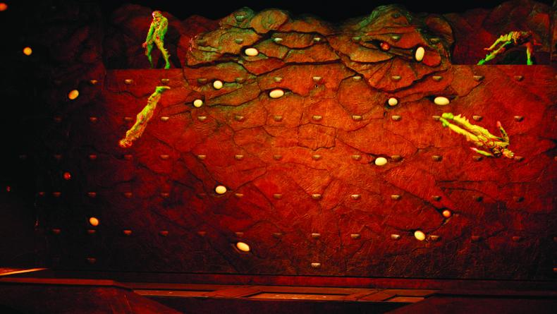 Benoit Fontaine © 2009 Cirque du Soleil Inc. 6 cropped