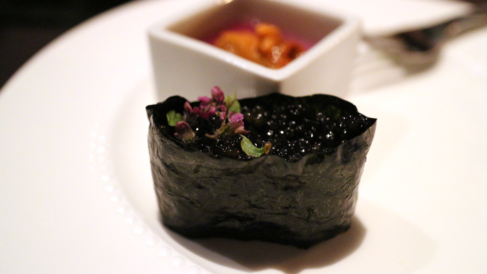 Caviar Gunkan Sushi cropped