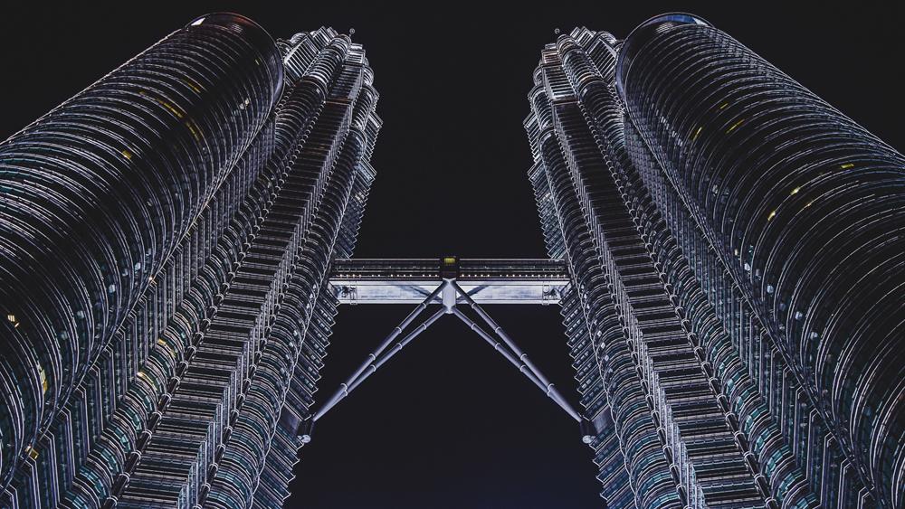 Night Petronas Towers cropped