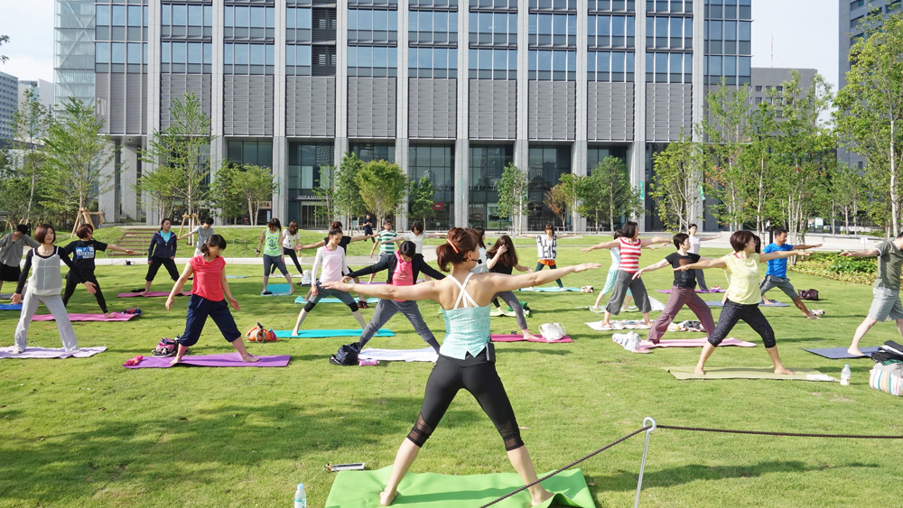 sninagawa spring terrace yoga cropped