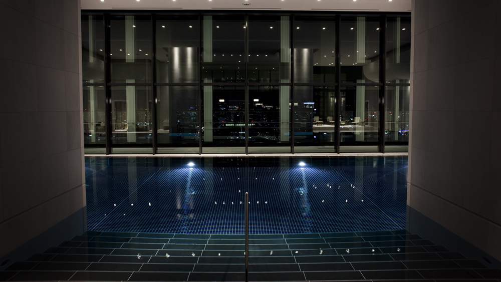 Andaz_AO Spa & Club_37F_Pool_03 cropped