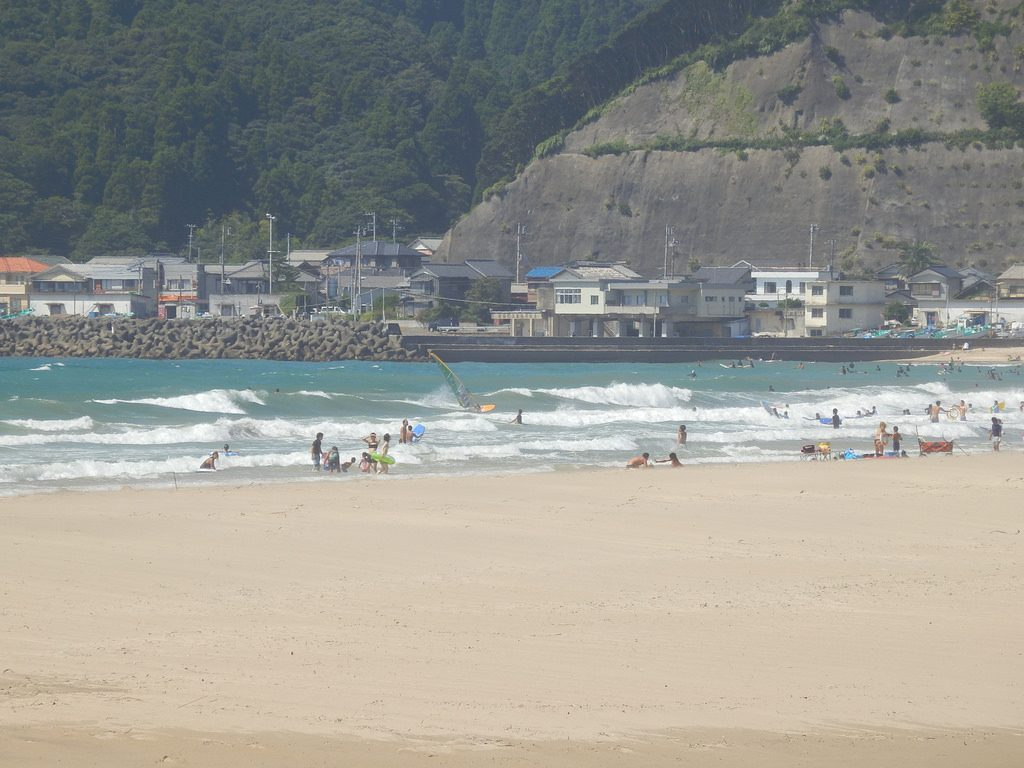 A wide-shot photo of Onjuku beach, Chiba.