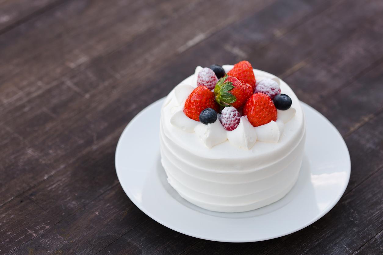 A Cute Strawberry Shortcake On A White Plate Savvy Tokyo