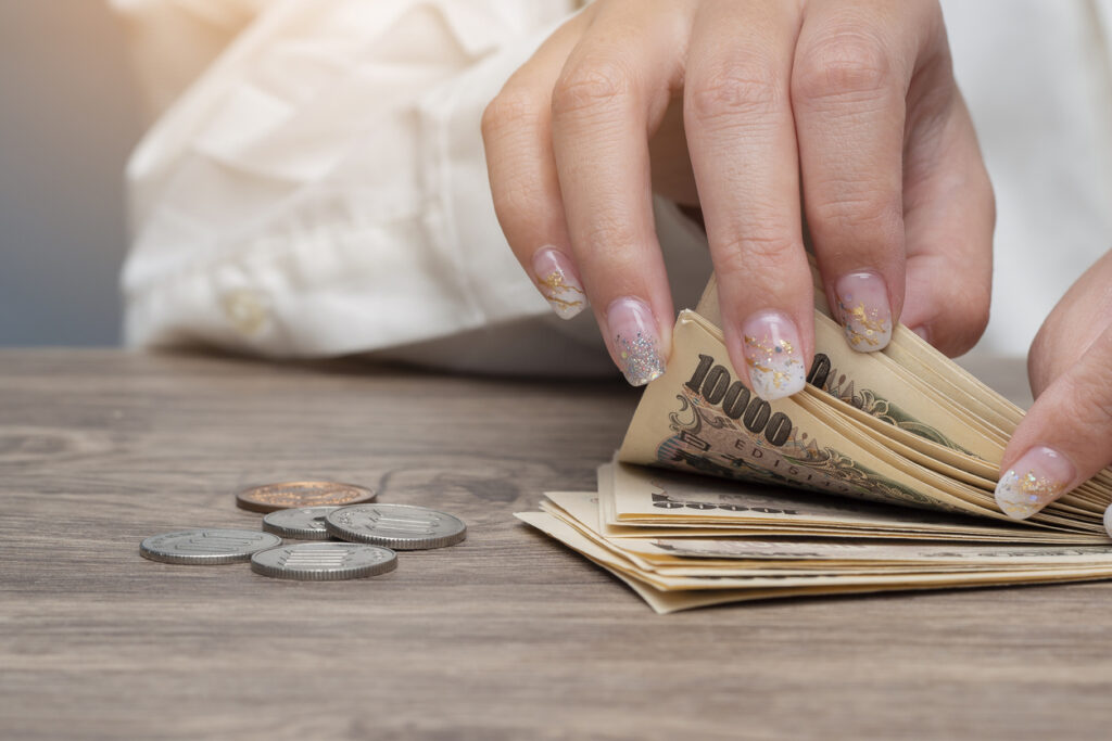 Stretch Your Yen: Budget Tips for Women Working in Japan