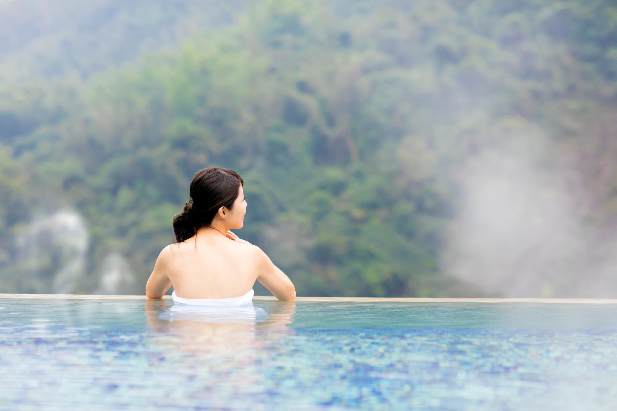 3 Health Tips I Learned In Japan That Helped Me Lose 18 Kilos - Losing Weight in Japan - Woman relaxing in Onsen