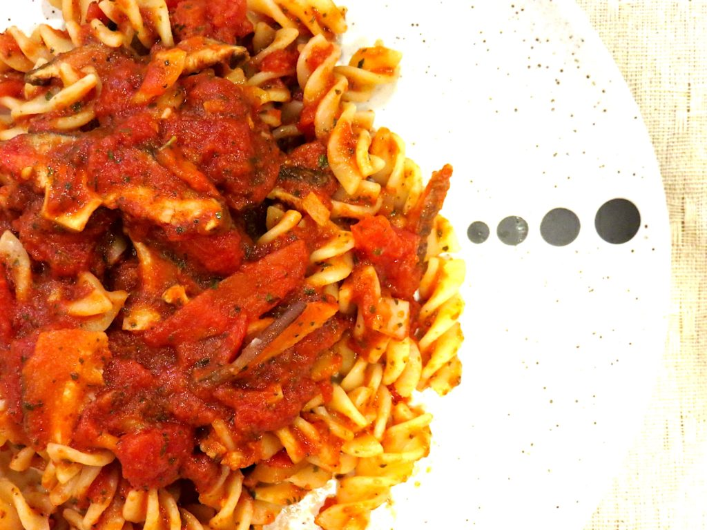 3 Vegetarian Rice Cooker Recipes - Red sauce with shiitake mushrooms