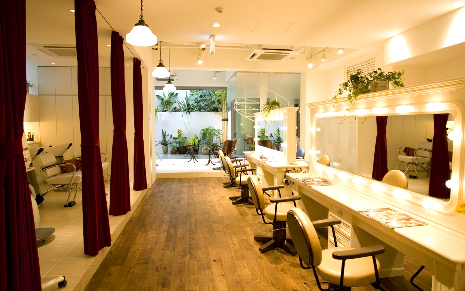 Twiggy - 50 Beauty Salons