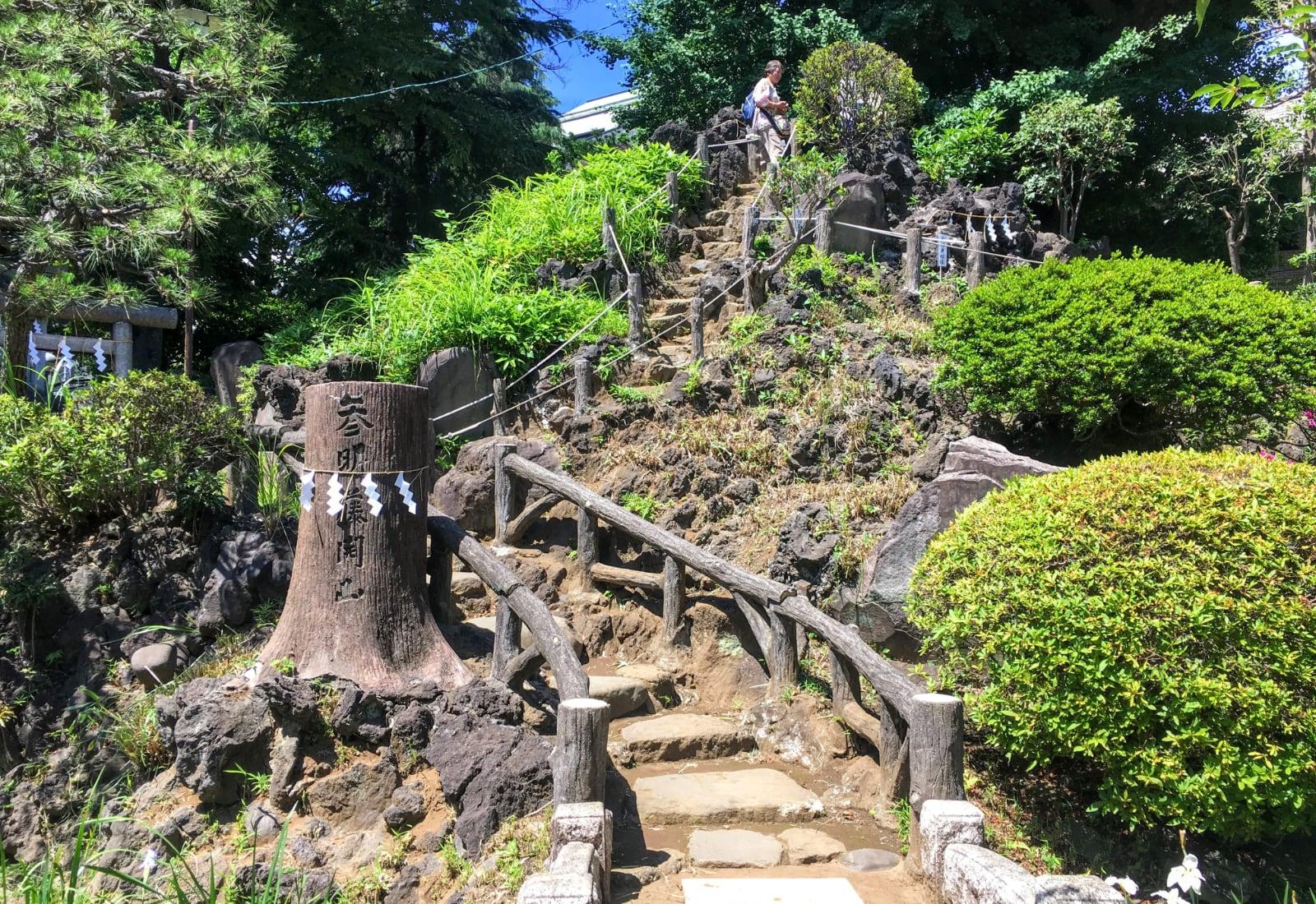 Fujizaka Hatonomori Hachiman Shrine - Top 9 Shrines to Visit in Tokyo