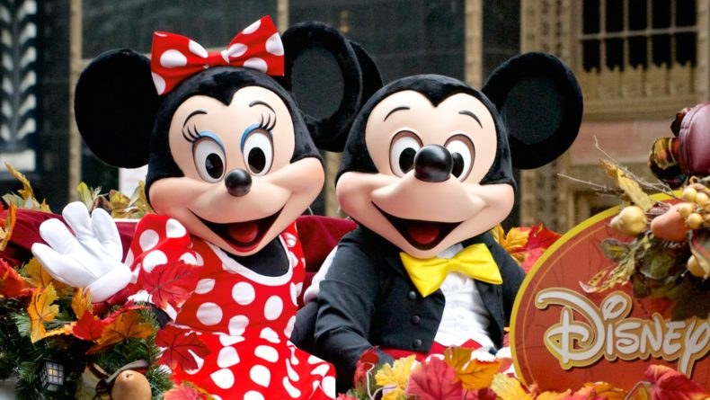 An Insider's Guide to Visiting Tokyo Disneyland with Children LEAD