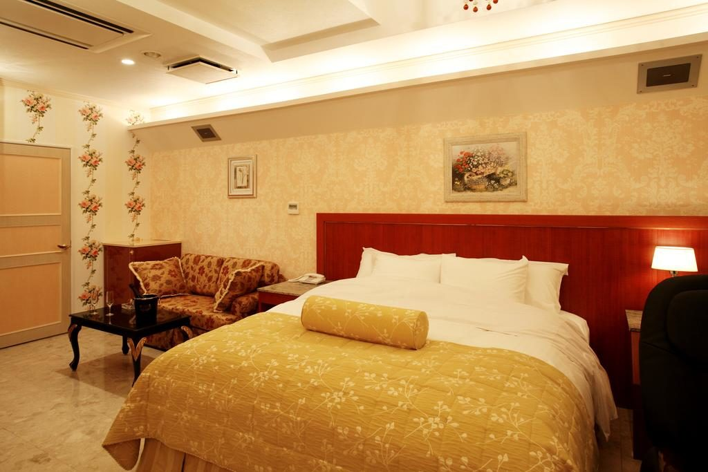 Japan's Love Hotels- 10 Hotels To Suit Every Taste - Hotel Meguro Emperor
