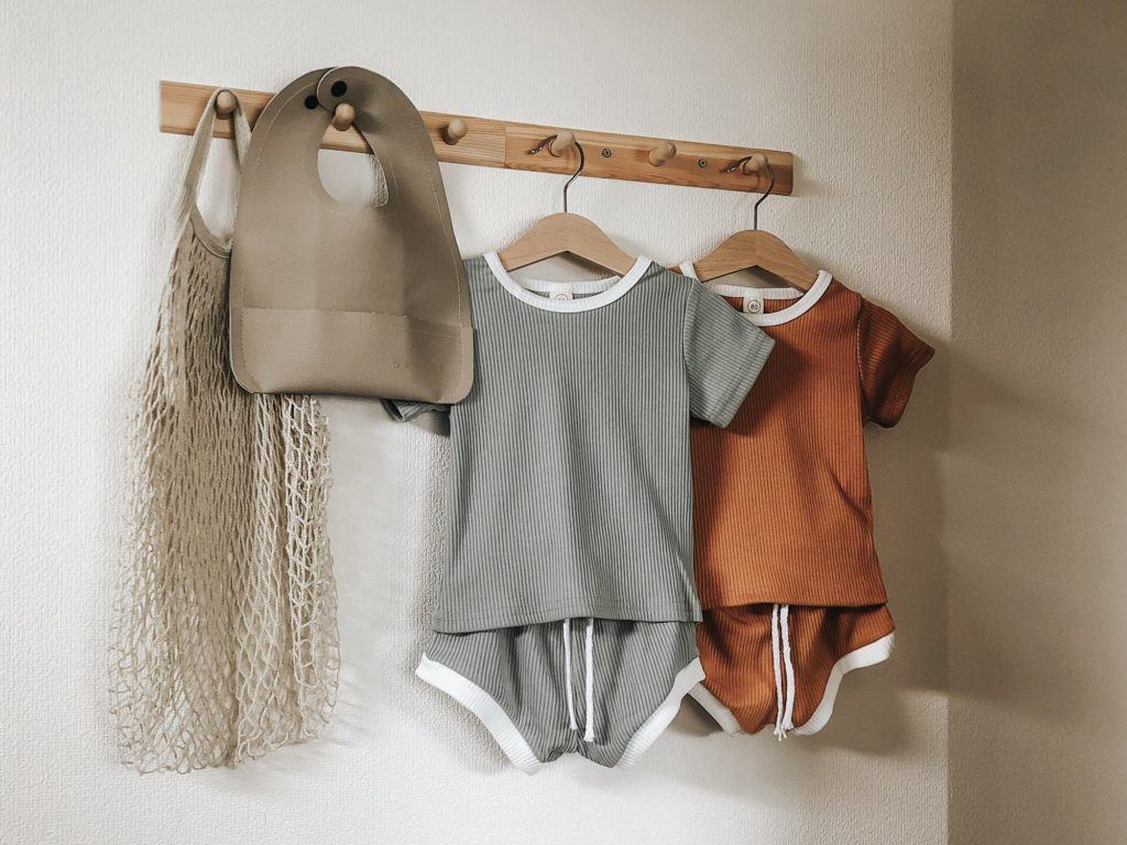 10 Aesthetically Pleasing House Décor Items Under ¥1000 - Baby clothes on a wood hook