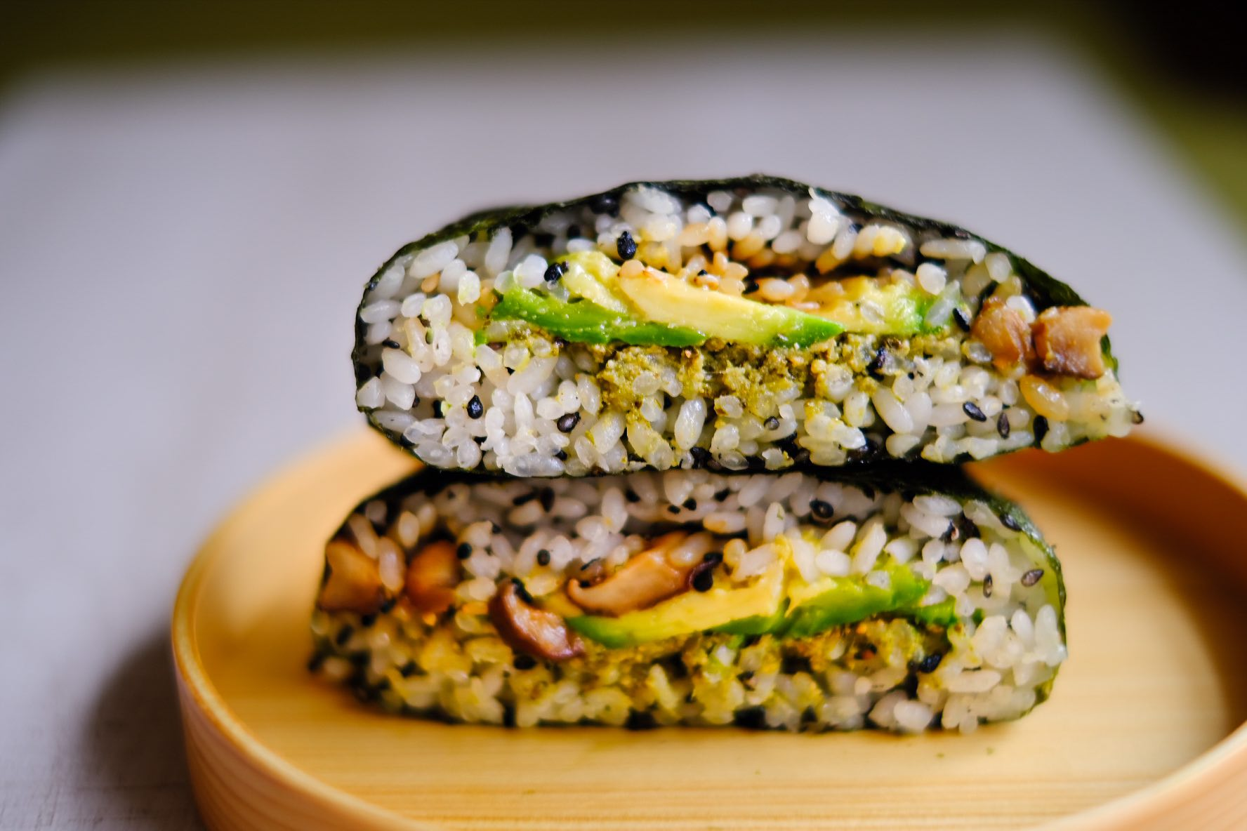 Onigirazu pesto,avocado