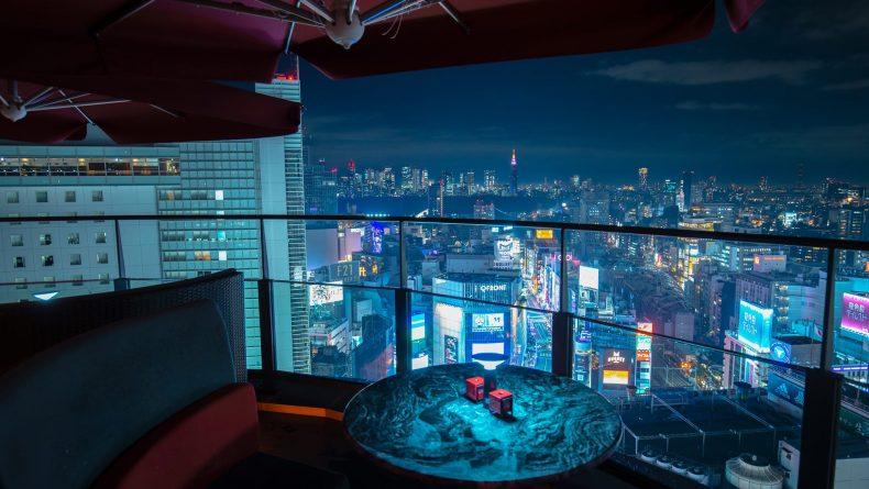 Cé La Vie Tokyo Sky bar at night