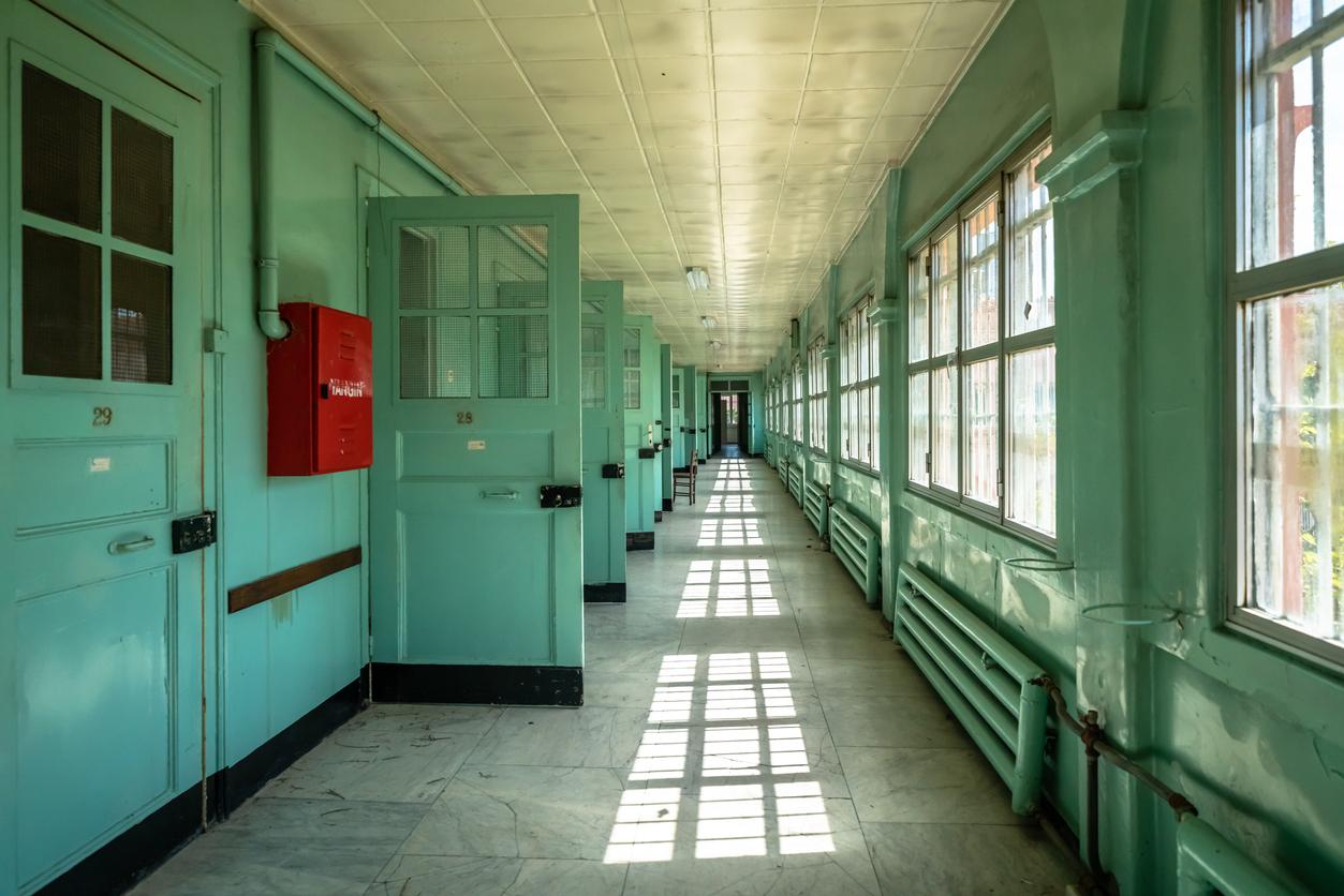 Jiko Bukken: an empty corridor