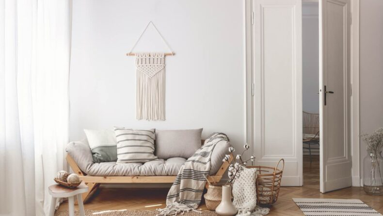 10 Neutral-Color Blankets To Fit Your Minimal Home Décor