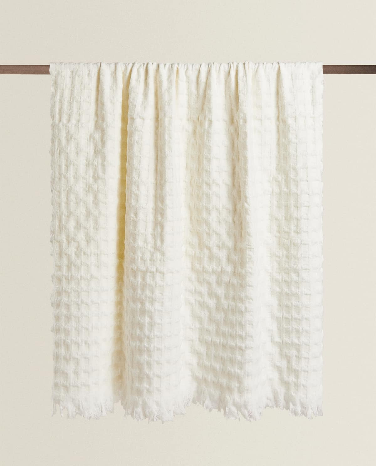 10 Neutral Color Blankets To Fit Your Minimal Home Décor