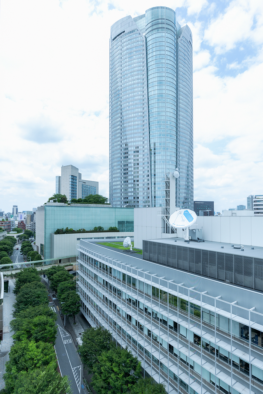 From the terrace of the room, you can see the greenery of Keyakizaka.