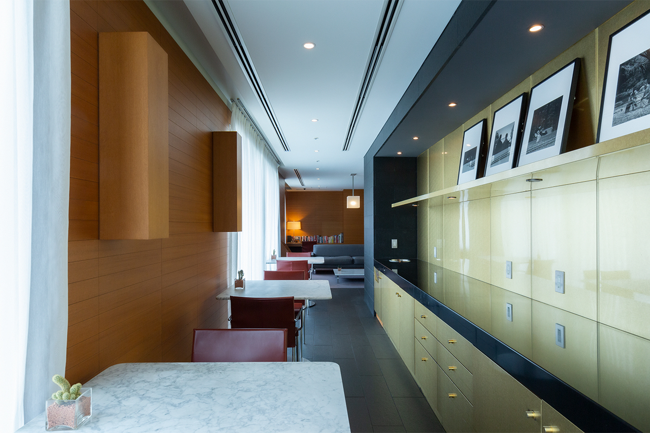 During the stay, the lounge in the building is also available. In addition to a sofa space and a table space, there is also a meeting space (by reservation only).