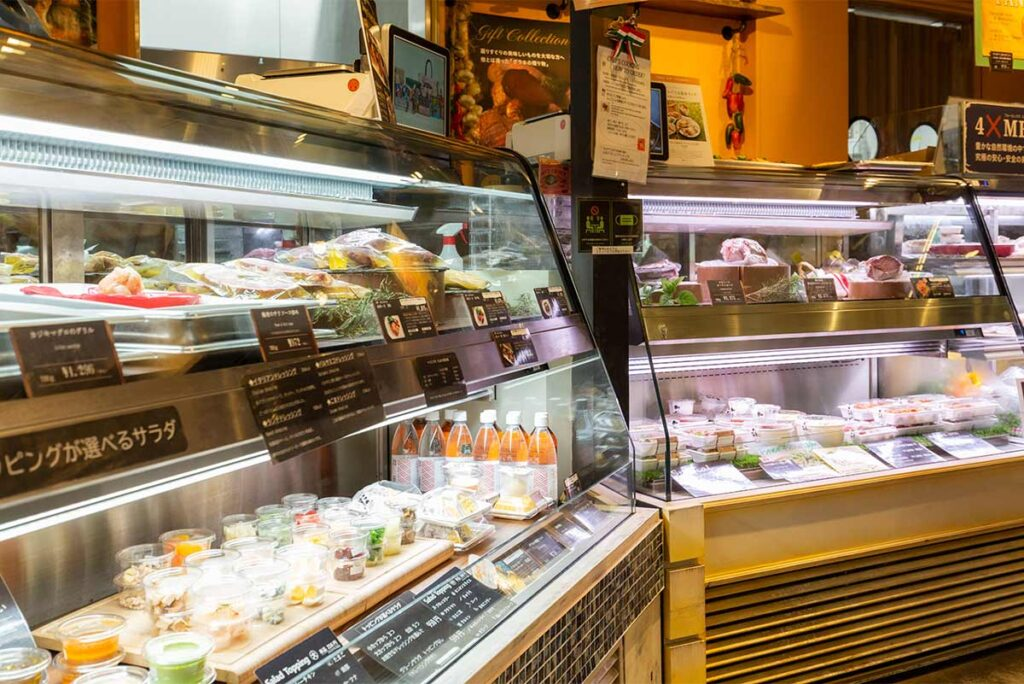 Grand Food Hall, located near the serviced apartment building, has a wide range of both Japanese and international foods carefully selected by five buyers.