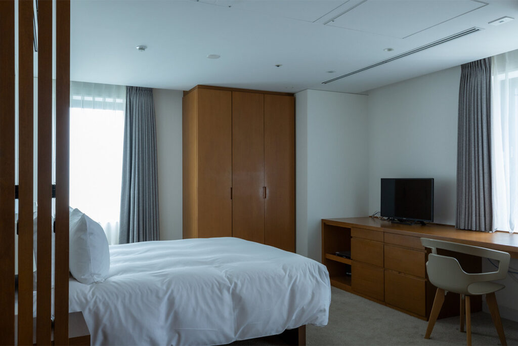 The room has a washing machine. Laundry service is also available at the front desk.
